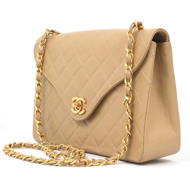 5729b3f605 Never Dare To Sneak Into Ladies Bag!!